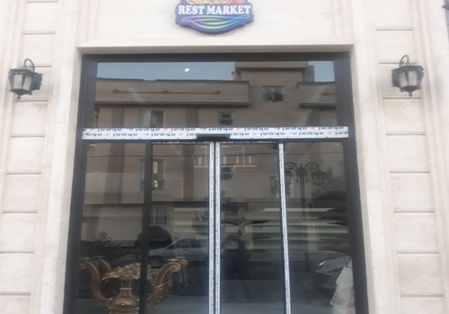 اجرا راه اندازی و نصب درب اتوماتیک شیشه ای فروشگاه رست مارکت Rest Market